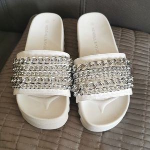 Kendall & Kylie pool shoes size 6
